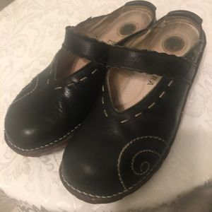 El Naturalista Black Leather Clogs